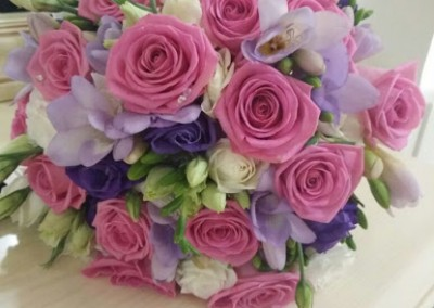 Ramo de rosas y fresias Floristeria Los Angeles